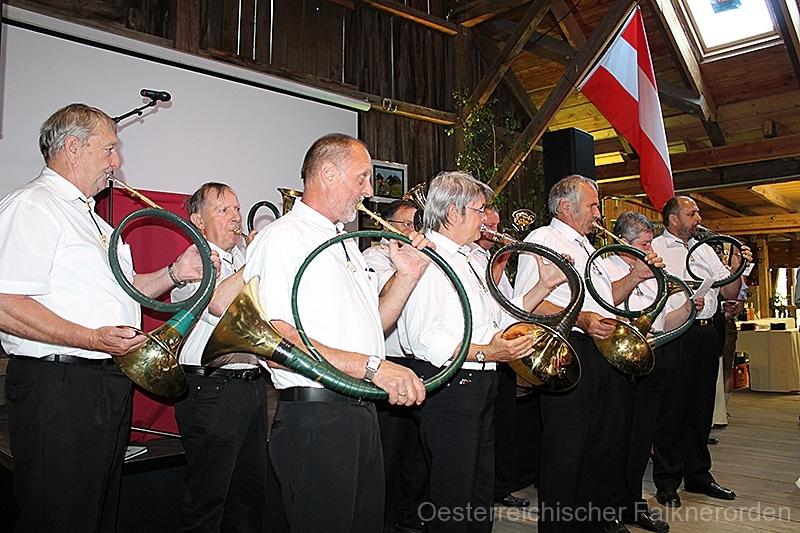 Die Jagdhornbläsergruppe Carnuntum begleitet den ÖFO durch die gesamte Feier