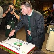 Anschnitt der Jubiläumstorte durch den Präsidenten Martin Ranzenhofer