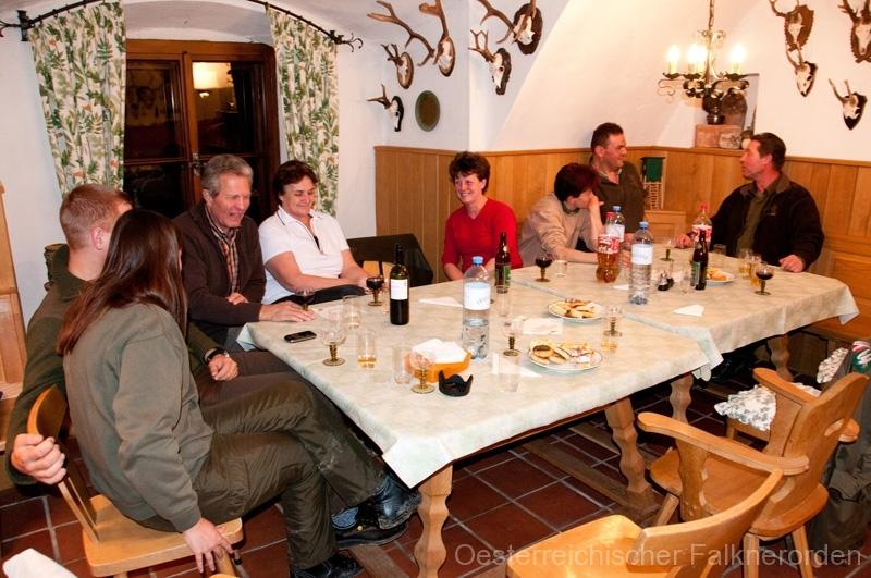 Abendessen im Kreise der Jagdfreunde
