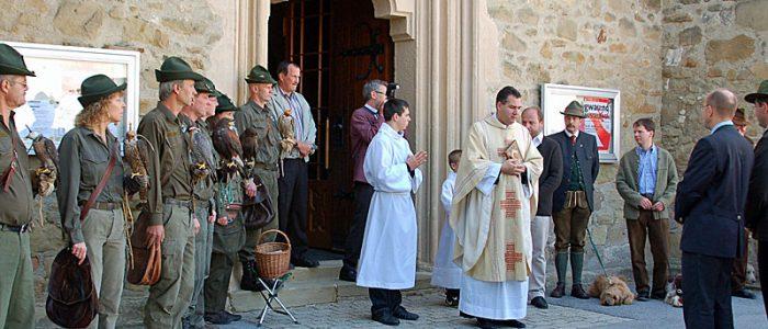 Spalier stehen vor dem Festgottesdienst